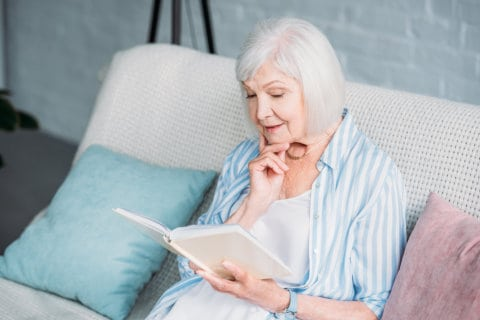What Benefits Does Reading to an Elderly Person Bring?